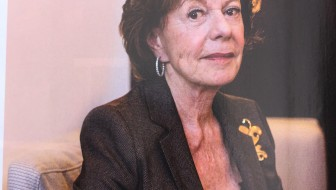 Neelie Smit-Kroes also shop-a-holic
